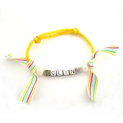 bracelet cordon prenom ruban raye jaune billes de clowns With tapis chambre bébé avec bracelet cordon fleur